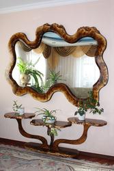 Продам зеркало эксклюзив в деревянной раме. Плюс подставка под цветы