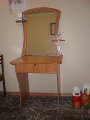 Продаю шикарный туалетный столик