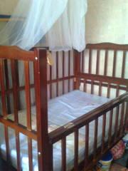 Продам срочно! Детскую кроватку,  стульчик в подарок! 1000грн