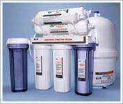 Установка фильтров для очистки воды.