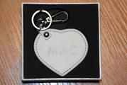 Кожаный брелок-подвеска в форме сердца от MAC
