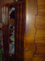 Продам антикварный трехстворчатый шкаф