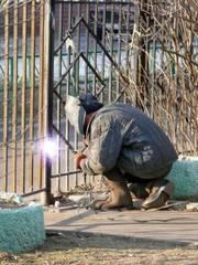 Сварщик изготовит любую конструкцию из металла