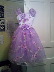 новое нарядное платье с корсетом на 5 - 7 лет