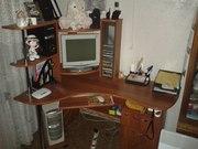 Продам угловой письменный компьютерный стол в отличном состоянии