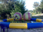 продам водный аттракцион с 4-мя шарами, бассейном и насосом