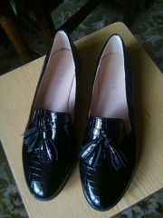 черные лаковые туфли. новые