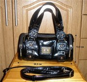 Продам чёрную лаковую сумочку.