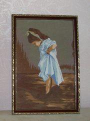 Вышитая крестом картина Мамины туфли